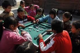 enfants chinois jouant mahjong